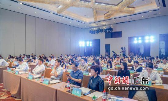 近日,2020年度广东省房企社会责任报告》在广州发布。钟欣 摄