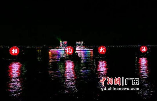 《九洲船说・相约大海》实景光影剧在港珠澳大桥珠海海域上映。 作者 陆绍龙