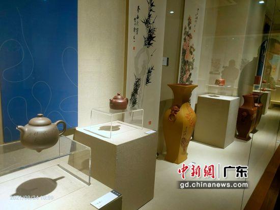 二百余件鲍志强师生紫砂陶刻艺术作品东莞展出