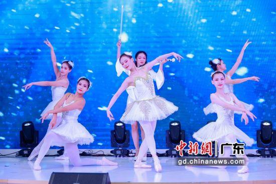 灵动的现代舞表演为来宾带来感官盛宴 作者 郭军