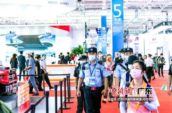 广东警方护航珠海航展。 作者 韦昌鸿