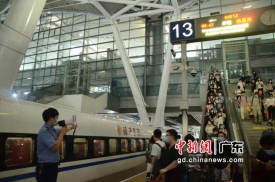 国庆首日,广州南站发送旅客创记录 作者 广州南站供图