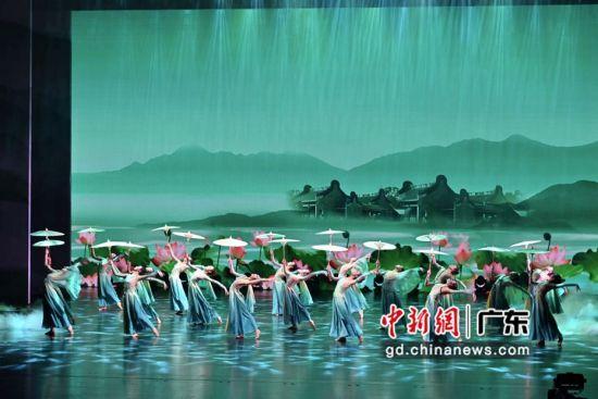 首届珠海艺术节在珠海大剧院开幕。 作者 陈骥旻