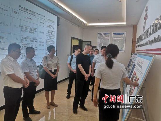 东莞东城党政代表团近日到铜仁市万山区考察。东城宣供图