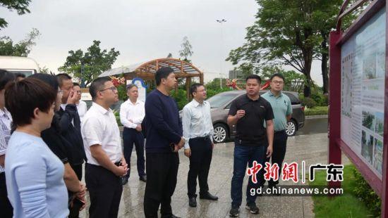 贵州省石阡县委副书记杨红军率考察团13日到万江开展东西部协作实地考察工作。万江宣供图