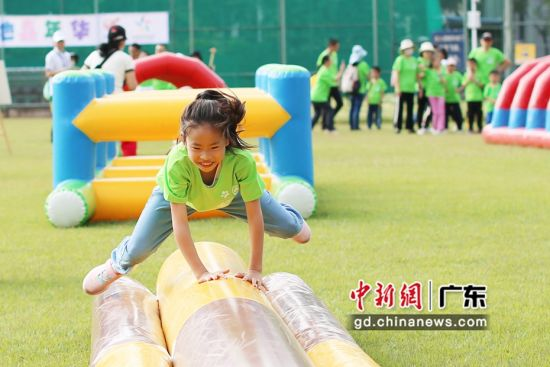 第七届广州户外运动节亲子营地嘉年华吸引近百个亲子家庭参加