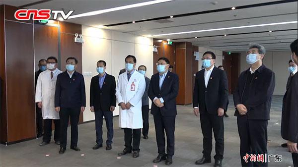市委书记元宵节到访深圳市首个临时留观病区慰问抗疫一线医护人员