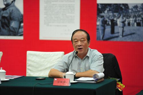 广东省侨办主任吴锐成在座谈会上发言
