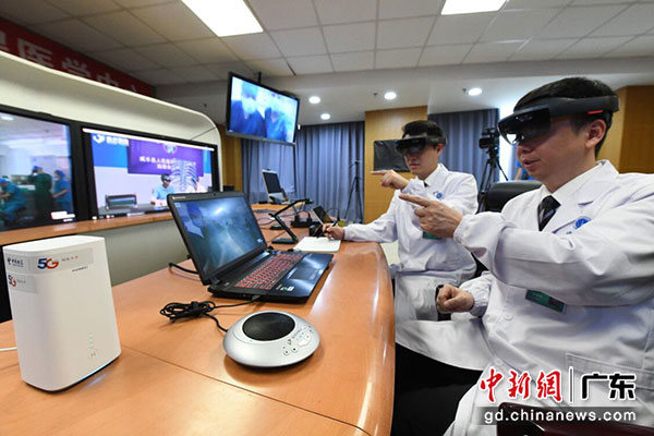 中国电信助力全球首例5G环境下混合现实(MR)云平台的远程手术 天翼物联供图