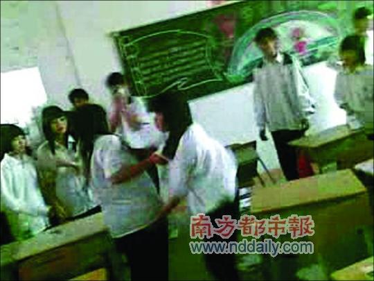 职中东莞作文为争男友围观187秒同学呐喊对打的成长女生高中写!!!!!图片