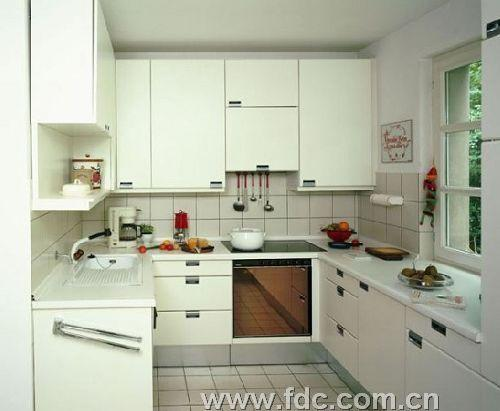 小厨房装修攻略玻璃材质巧利用-好看又省钱的厨房装修高清图片