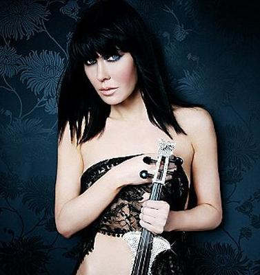 小提琴美女全裸代言 蕾丝若隐若现遮关键部位图