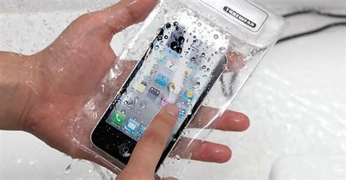 带iphone泡澡?实用防水手机保护套问世