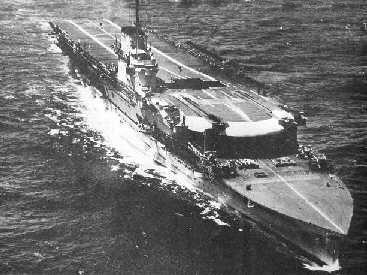 利用日机作战半径比美机大的优势,先让马里亚纳群岛上的岸基飞机出击