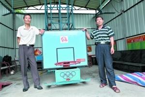中国足球梦 韶关老伯发明全球首台发球机器