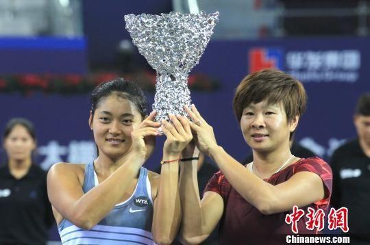 中国小花夺得珠海WTA赛女双桂冠